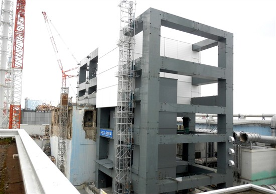 The cover and structural supports built around Fukushima unit 4, pictured in May. Source: TEPCO